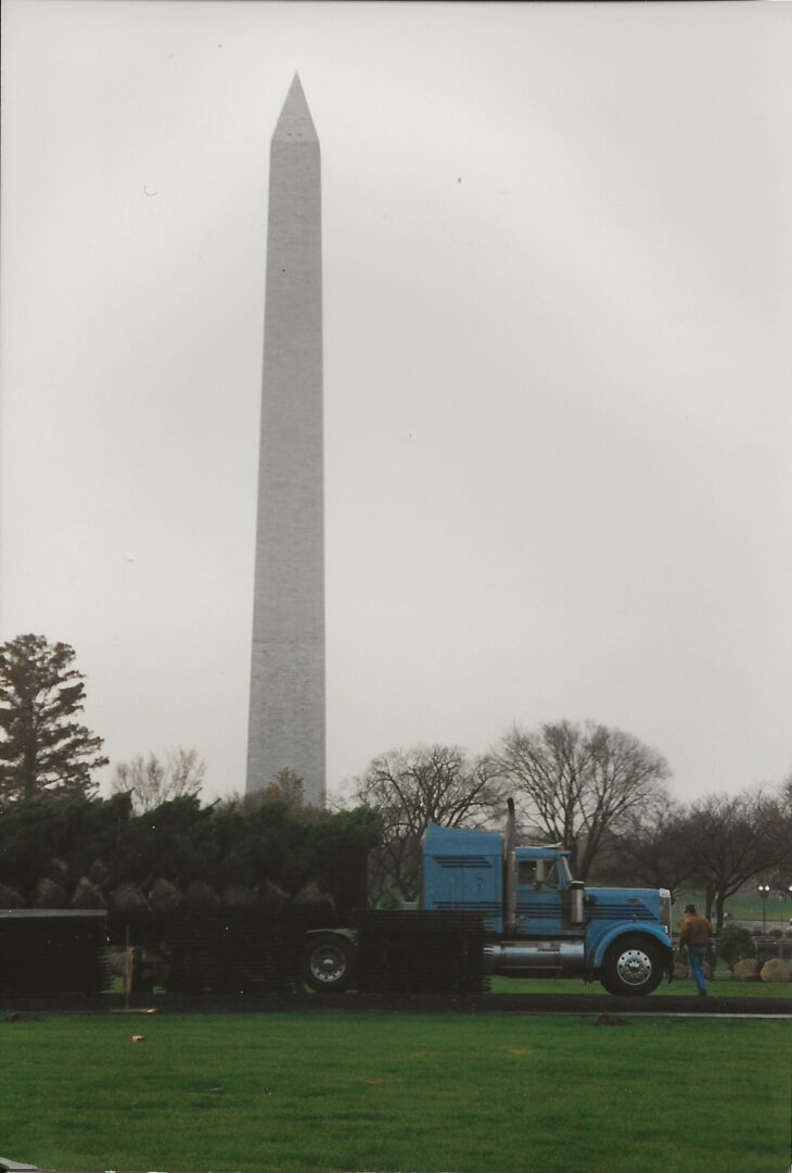 11-24-1996 White House Tree Delivery 3